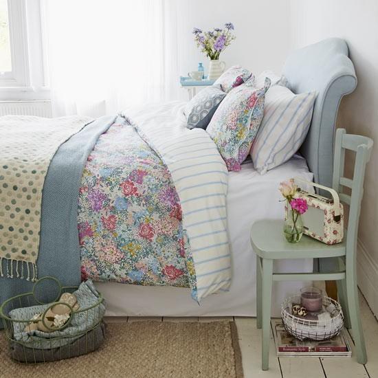 Весенние идеи для украшения интерьера спальни