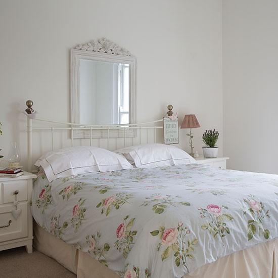 Весеннее оформление интерьера спальни