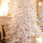 Декор белой новогодней спальни - фото в стиле кантри прованс