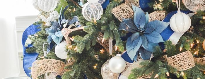 Фото новогодней елки 2019 - цветовая гамма синее с золотом