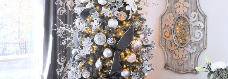 Фото новогодней елки в серебряных тонах