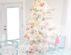 Новогодний интерьер бело гостиной - фото дизайна в стиле прованс