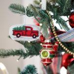 Новогодняя елка 2019 в красных тонах