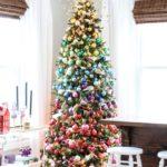 Радужная елка — модный новогодний декор последних лет