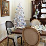 Сине-белая елка 2021 — фото новогоднего декора в стиле винтаж