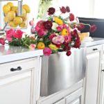 Весенняя кухня в белом цвете — фото в стиле Прованс