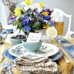 Оформление пасхального стола — фото в желто-голубой гамме