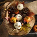 Осенний декор из шишек — фото в стиле кантри