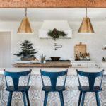 Украшение кухни в стиле рустик на Новый год 2021 — фото интерьера
