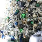 Новогодняя елка 2021 — как нарядить синими, серебристыми и зелеными шарами