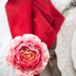 Как украсить праздничный стол на день святого Валентина — фото в бело-красных тонах