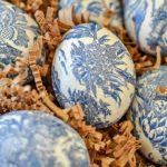 Декупаж пасхальных яиц в бело-голубом цвете